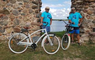 Jalgrattamatkal linnarattaid testimas